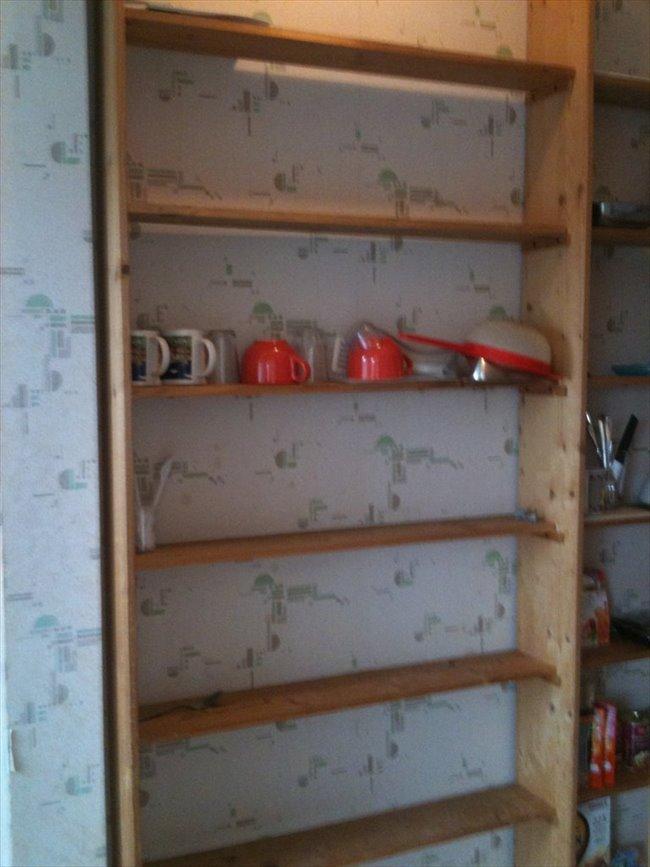 Colocation à Braine-l'Alleud - 1 chambre sympa et SDD ds maison privée avec coin restauration non fumeur  | Appartager - Image 2
