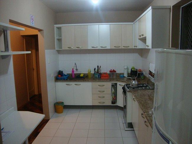 Aluguel kitnet e Quarto em Curitiba - Temos um quarto vago | EasyQuarto - Image 3