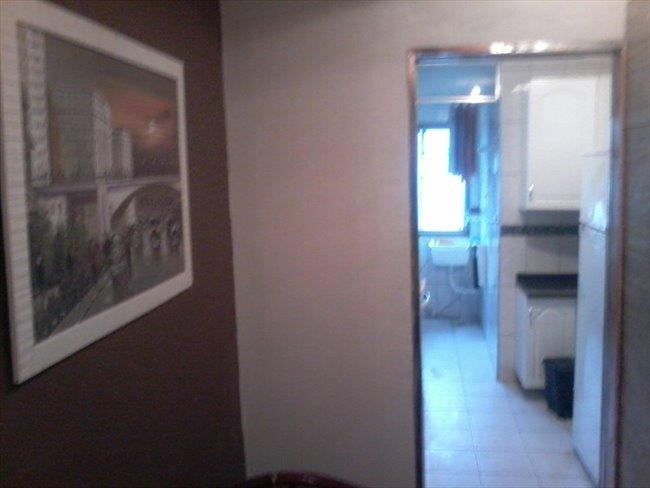 Aluguel kitnet e Quarto em Santo Amaro - Suites com banheiro privativo em Santo Amaro, de  10 mts, mobiliadas, somente para  mulher | EasyQuarto - Image 2