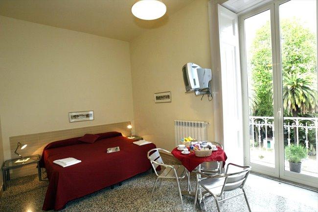 Stanze e Posti Letto in Affitto - Napoli - Luxury room con bagno privato interno   EasyStanza - Image 1