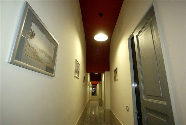 Stanze e Posti Letto in Affitto - Napoli - Luxury room con bagno privato interno   EasyStanza - Image 3