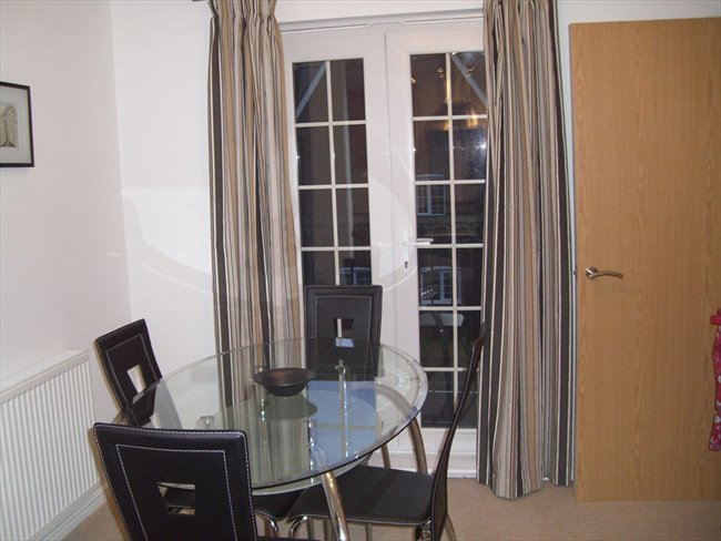 Room to rent in Stoneclough - Large double room, own bathroom, Ringley Lock,Whitefield. - Image 2