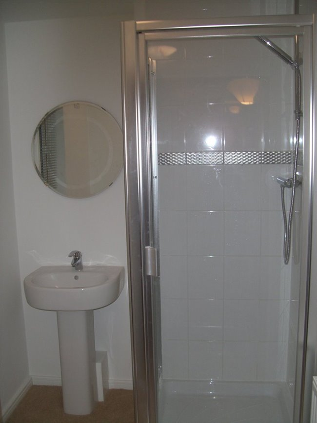 Room to rent in Stoneclough - Large double room, own bathroom, Ringley Lock,Whitefield. - Image 4