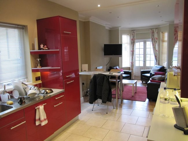 Room to rent in Rugby - Super double  room (single occupancy) central Rugby - Image 1