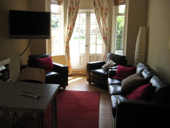 Room to rent in Rugby - Super double  room (single occupancy) central Rugby - Image 2