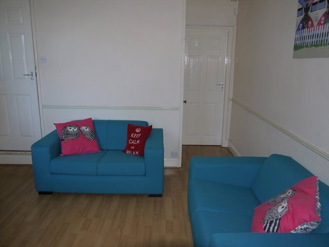Room to rent in Lenton Abbey - DOUBLE BED AVAILABLE IN STUDENT HOUSE IN BEESTON - Image 5