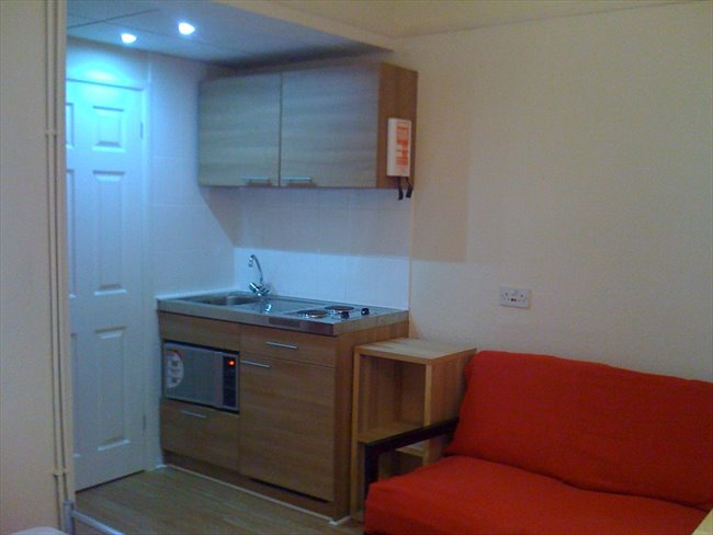 Room to rent in Forrest Fields - STUDENTS. Studios single/double/couple £100/£105/£130 inc bills - Image 2