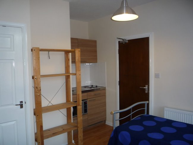 Room to rent in Forrest Fields - STUDENTS. Studios single/double/couple £100/£105/£130 inc bills - Image 4