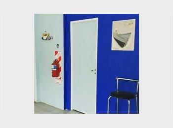 CompartoDepto AR - Single Room EXCLUSIVO ESTUDIANTES EXTRANJEROS, La Plata - AR$ 3.600 pm