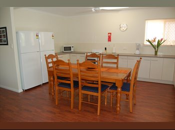 EasyRoommate AU - Couples Price Crash Special, Cairns - $280 pw