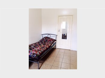 EasyRoommate AU - away rent. $ 110 if away for a  week, Beverley - $160 pw