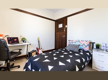 EasyRoommate AU - CITY GROVES, Red Hill - $190 pw