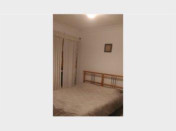 EasyRoommate AU - Double bedroom for single, Woodridge - $145 pw
