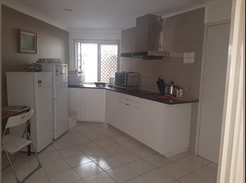 EasyRoommate AU - a cosy ,safe and quite  single room is available now, Robertson - $125 pw