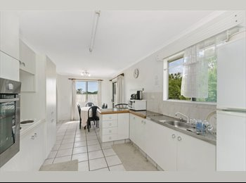 EasyRoommate AU - large Share House - Walking distance to UNIVERSITy, Cranbrook - $150 pw