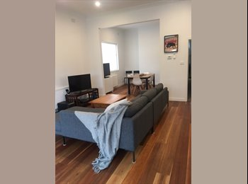 EasyRoommate AU - Large room in an awesome house, Kew - $285 pw