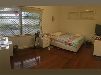 EasyRoommate AU - Awesome house in Surfers paradise, Gold Coast - $180 pw