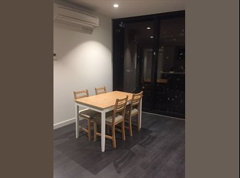 EasyRoommate AU - Melbourne City EQ Tower bright sunny apartment, Melbourne - $350 pw