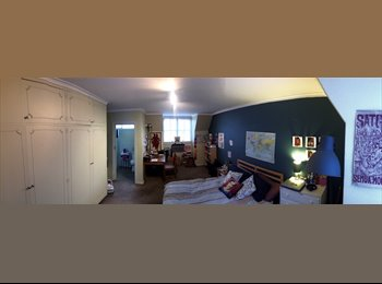 EasyRoommate AU - Townhouse near station, Forest Hill - $220 pw