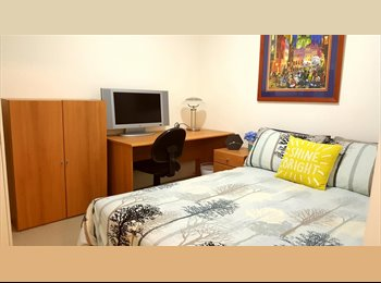 EasyRoommate AU - Double bedroom in Brisbane river view apartment Inc. Bills, Spring Hill - $250 pw