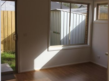 EasyRoommate AU - Great unit close to bus stop and in a quiet neighbourhood, Lysterfield South - $190 pw