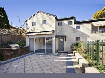 EasyRoommate AU - A Room in 2bed flat with Own backyard Close to Shop, takeaways and transport, Kingsford - $250 pw