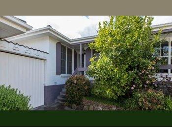 EasyRoommate AU - Huge bedroom in Hawthorn East!, Kew - $200 pw