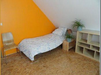 Appartager BE - Chambres 5 min de LLN dans vaste étage réservé pour 4 étudiants, bail individuel, Louvain-la-Neuve - 290 € pm