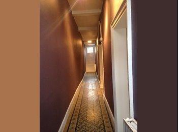 Appartager BE - 4 Kots et 1 Studio dans une maison étudiante en centre ville, Tournai - 300 € pm