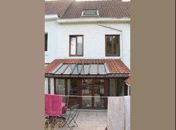 Appartager BE - Grande chambre à louer avec salle de bain privée dans une  maison avec jardin et terrasse, Uccle-Ukkel - 350 € pm