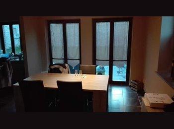 Appartager BE - Chambre a remettre dans une collocation de 3 personnes , La Louvière - 404 € pm