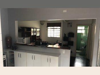 EasyQuarto BR -  Quarto em Pinheiros, próximo a Benedito Calixto, São Paulo - R$ 1.600 Por mês