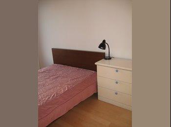 EasyRoommate CA - chambre dans un 4 1/2 disponible, Laval - $460 pcm