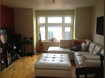 EasyRoommate CA - Downtown Quebec Room Available August, Québec City - $500 pcm
