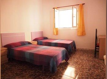 EasyPiso ES - Alquilo precioso apartamento ideal para dos personas, pueden vivir tres, Tarragona - 475 € por mes