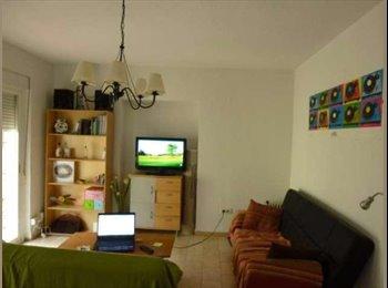 EasyPiso ES - Alquiler habitación en Cetti Meriem, Granada - 200 € por mes