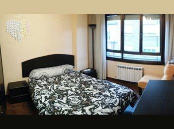 EasyPiso ES - Habitación en el centro de logroño todo incluido, Logroño - 200 € por mes