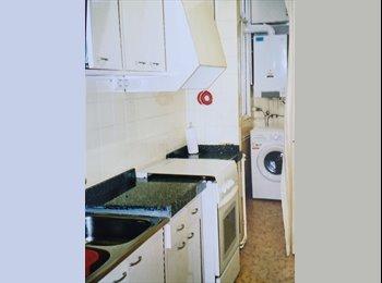 EasyPiso ES - 2 habitaciones disponibles para estudiantes paseo de ronda, Lleida - 200 € por mes