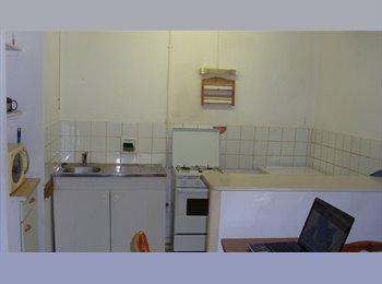 Appartager FR - Toulon centre ville près gare * chambre meublée *, Toulon - 330 € /Mois