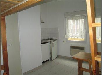 Appartager FR - studio meublé, Quimper - 290 € /Mois