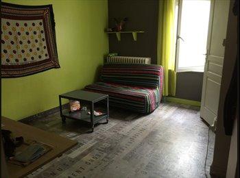 Appartager FR - chambre meubléepour etudiant ds ancien hotel rénové, La Rochelle - 375 € /Mois