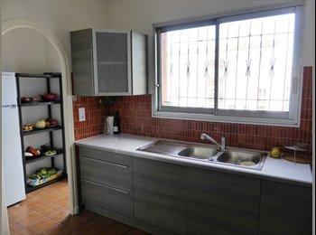 Appartager FR - Appartement très ensoleillé 3 faces grands balcons, Perpignan - 420 € /Mois