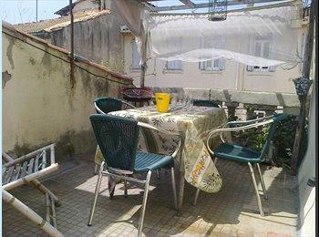 Appartager FR - location studio terrasse centre ville, proche arènes., Nîmes - 420 € /Mois