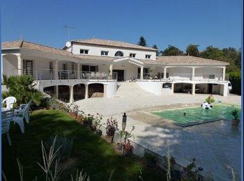 Appartager FR - Studio dans villa tout confort avec piscine APL, Nesmy - 490 € /Mois