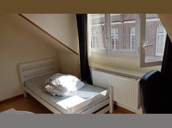 Appartager FR - Chambre lumineuse meublée très proche de la gare, Amiens - 300 € /Mois