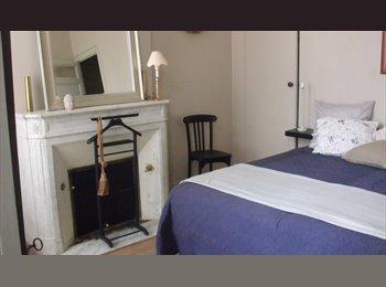 Appartager FR - bordeaux centre dans immeuble pierre chambre meublée 17m2, Bordeaux - 680 € /Mois