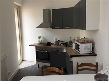 Appartager FR - Maison rénovée avec 6 chambres , Angers - 320 € /Mois