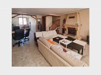 Appartager FR - Colocation dans grande maison de 250 m², Éragny - 410 € /Mois