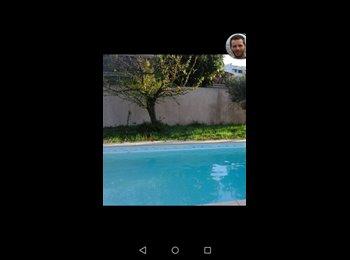 Appartager FR - Jeunes actifs - coloc conviviale, piscine privative, Lormont - 400 € /Mois