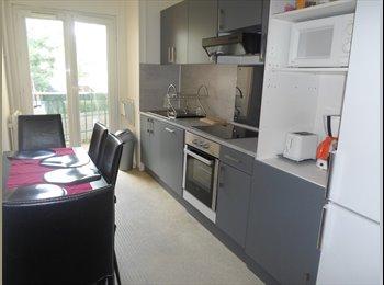 Appartager FR - Colocation : chambre meublée à louer dans grand appartement, Evry - 450 € /Mois